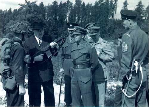 14_Cdn Guards-Georges Peakes MND-Mr. Ron Cheriton-RSM JJ McManus-others unknown circa 1958 Petawawa